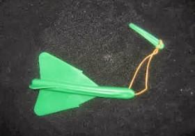Avión de plástico duro con goma