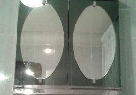 Armario con espejos del cuarto de baño