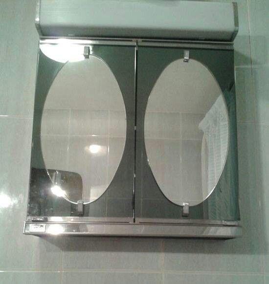 Armario con espejos cuato de baño